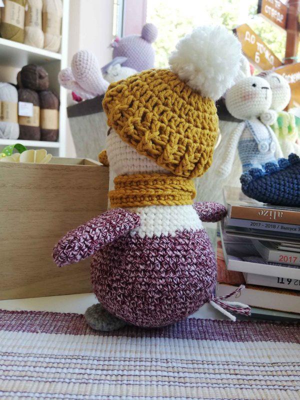 crochet-penguin-toy-lady-back