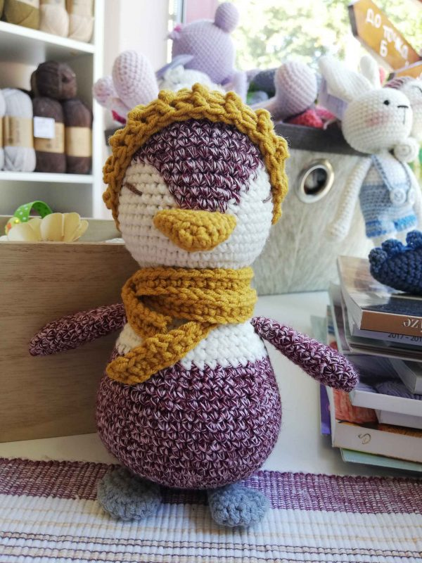 crochet-penguin-toy-lady-front