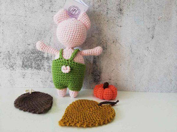 crochet-piggy-boy-back
