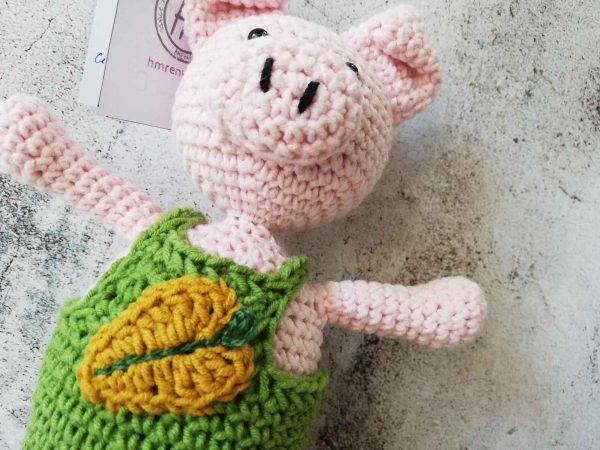 crochet-piggy-boy-leaf