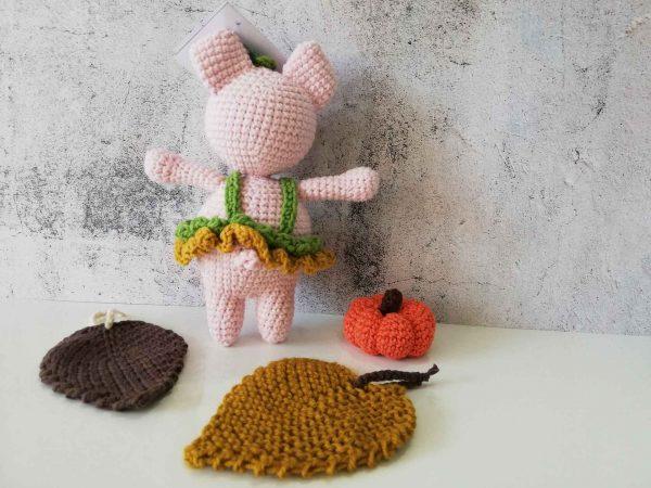 crochet-piggy-girl-back