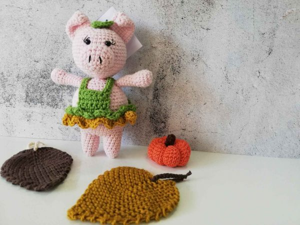 crochet-piggy-girl-front