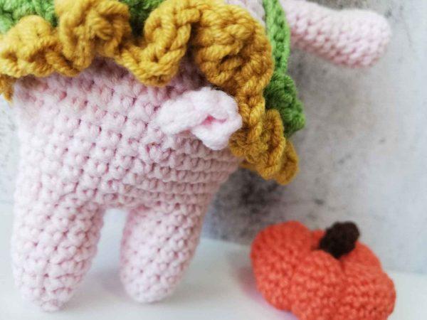 crochet-piggy-girl-tail