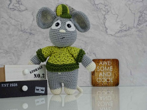 cool-boy-mouse-with-a-sweater-and-a-hat