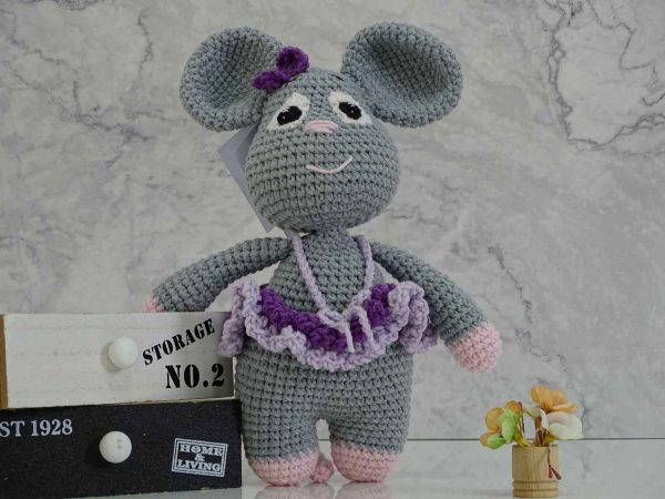 lady-mouse-in-purple-colors-gives-a-smile