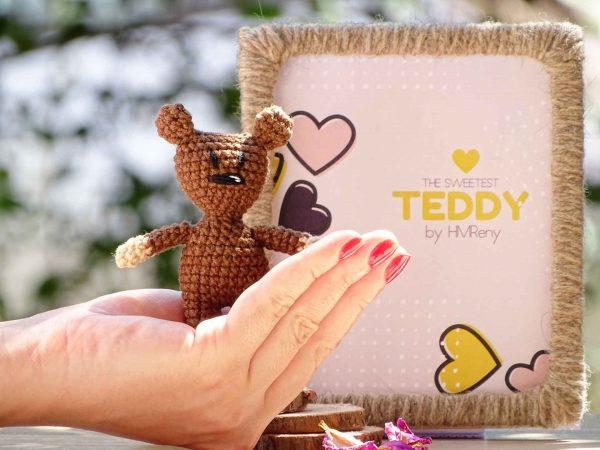 one-hand-little-teddy-bear