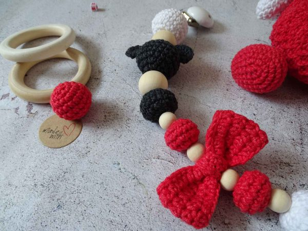 handmade-label-and-little-ball-plus-ladies-clips