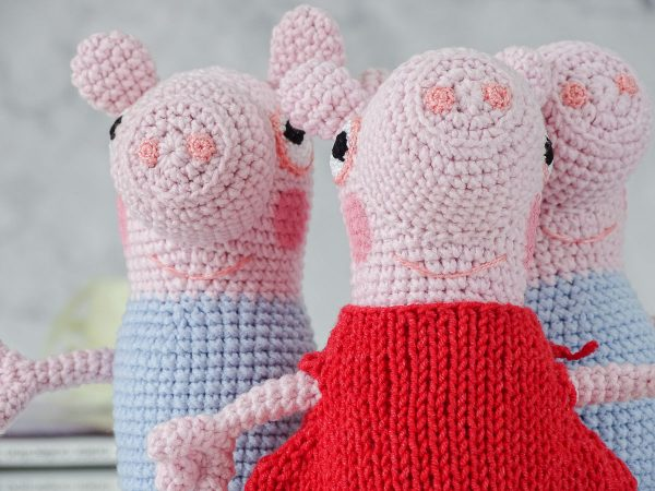 george and peppa pigs close shots